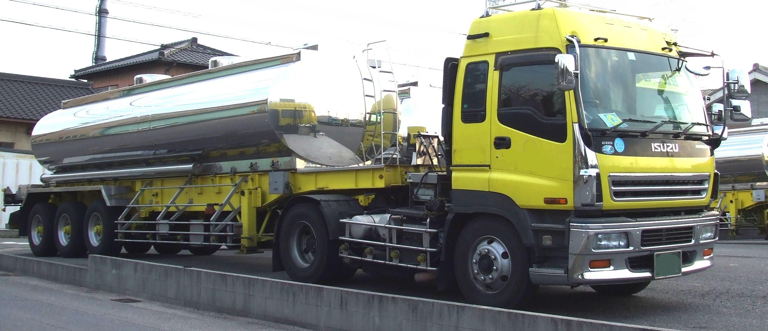 タンク型セミトレーラー