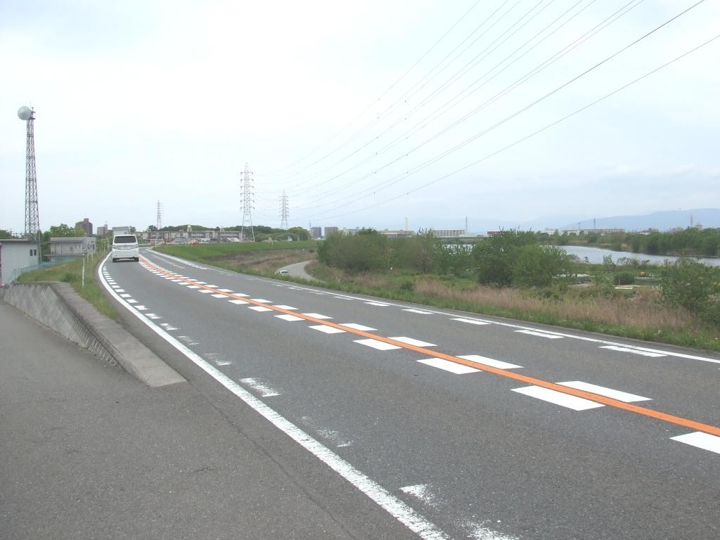 庄内川左岸堤防道路